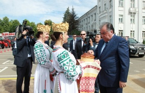 "The President of Tajikistan Emomali Rakhmon: "" The assembly of Belarusian tractors should be increased."""